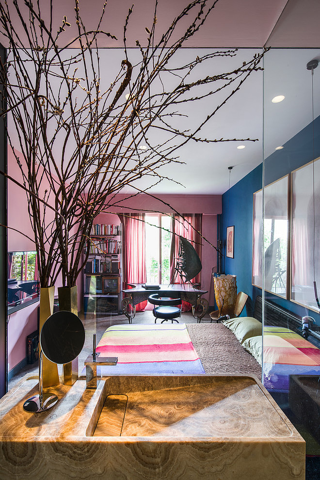 AphroChic: A Parisian Apartment Where Art Takes Center Stage